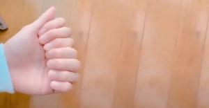 Pozrite chalani, mám 8 prstov
