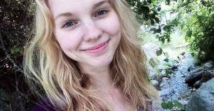 Dievča si už celé 2 roky neumývalo vlasy šampónom, čo sa na jej hrive veľmi pozitívne podpísalo