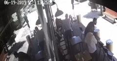Duchaprítomný majiteľ kaviarne ponúkol unikajúcemu zlodejovi stoličku