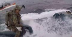 Pobrežná stráž zverejnila video zo zatknutia dílerov unikajúcich na ponorke