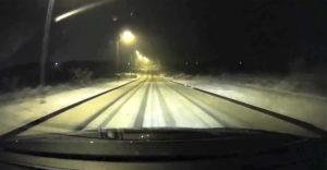 Keď ideš rýchlosťou 100 km/h po snehu a zabudneš, že ťa čaká zákruta