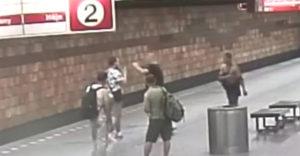 Bitka v českom metre a nervózny policajt na linke