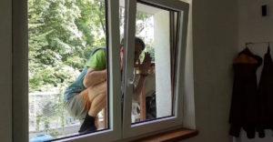 Ako si pomôcť, keď sa ti podarí vymknúť, ale okno máš na vetračke