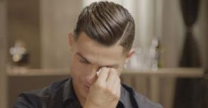 Emotívna reakcia Cristiana Ronalda po tom, ako po prvý krát uvidel video s jeho otcom, ktorý už nie je nažive