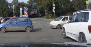 Vodičovi Mercedesu ukázala prostredník. Okamžite dostala lekciu od života