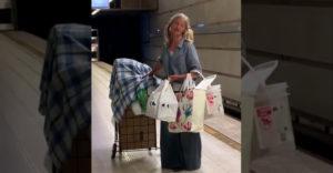 Bezdomovkyňa zaspievala áriu v metre. Vďaka videu sa jej črtá kontrakt s producentom nominovaným na Grammy