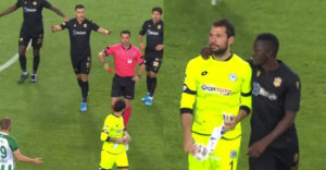 Brankár prepísal históriu tureckého futbalu. Červenú kartu dostal už v 13. sekunde