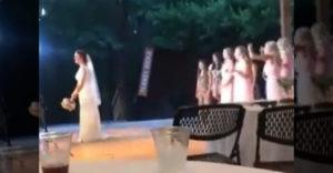 Frajerka na svadbe chytila kyticu (Pud sebazáchovy)