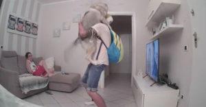 Husky nevydržal skrývať nadšenie, keď uvidel pána vo dverách