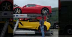 Náves plný drahých áut. Najväčšie žihadlo si naložili dopredu