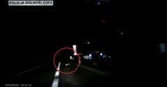 Noste reflexné prvky! Polícia zverejnila video zrážky chodca