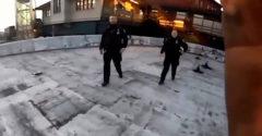 Dvaja policajti sa snažili zadržať parkourového nadšenca. Ten sa im vysmial a skočil zo strechy