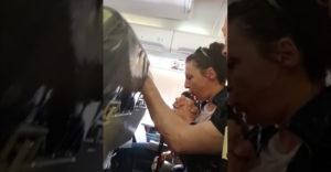 Ako vyzerá naozajstná, veľmi silná turbulencia vo vnútri lietadla
