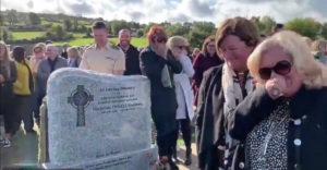 Írsky pohreb sa premenil na čiernu komédiu. Z truhly sa ozvala nahratá správa od zosnulého