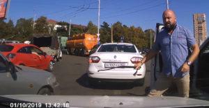 Agresívny vodič chcel zaútočiť bičom, nakoniec odišiel s plačom