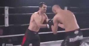 Boxerista si pri útoku vykĺbil rameno. Pomohol mu jeho súper
