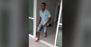 Muž vyskočil z balkóna, aby poukázal na kvalitu svojej práce