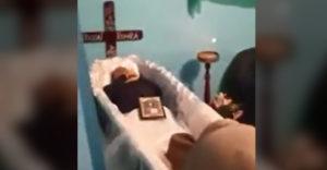 Veľmi čudný pohreb, zrejme ho nemali radi
