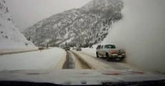 Vodič na svoju autokameru zaznamenal, ako to vyzerá vo vnútri lavíny