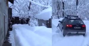 Keď už musíš ísť do práce a nemáš čas odhrnúť sneh (Audi Quattro)
