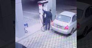 Šofér nezaplatil za benzín. Ešteže na pumpe pracoval Hulk