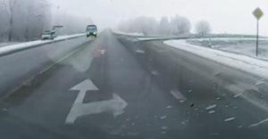 Podivná dopravná nehoda priamo pred hliadkou polície