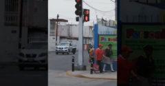 Najzábavnejší semafor pre chodcov. V Mexiku vedia, že cesta je určená pre autá