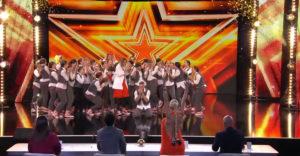 Početná tanečná skupina sa so svojou perfektnou choreografiou pretancovala až k zlatému bzučiaku