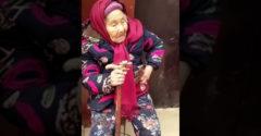 107 ročná mama dáva sladkosť svojej dcére