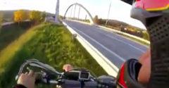 Na motorke prešiel po oblúkovej konštrukcii mosta v Bytči