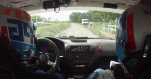 Šťavnatá konverzácia českého navigátora a šoféra po chybičke počas rally