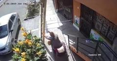 Podlý vozíčkár zhodil maliara z rebríka