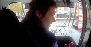 Vodič električky pomohol vystrašenému chlapcovi nájsť jeho rodičov (Praha)