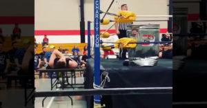 Je teda wrestling falošný? Spýtal by som sa pána, ktorý ležal na stole