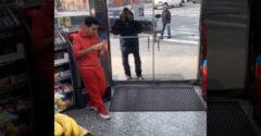 Manažér obchodu so zmiešaným tovarom spravil pekné gesto pre bezdomovca