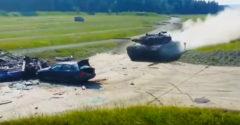 BMW sa stalo obeťou rozbehnutého tanku Leopard II. Čo z neho zostane?