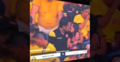 Nepríjemný okamih! Na zápas prišiel s milenkou a zosnímala ich kamera (Ja ju nepoznám)