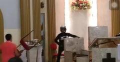 Do kostola vošiel ozbrojený muž. Veriaci mu ukázali, čo znamená miluj blížneho svojho v praxi