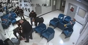 Úbohý pokus o útek z väzenia zachytila bezpečnostná kamera