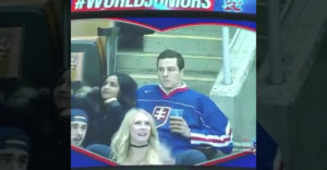 Bozkávacia kamera sa zamerala na slovenského fanúšika. Rozosmial celý štadión