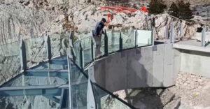V Chorvátsku postavili sklenenú platformu vo výške 1228 metrov. Ponúka úchvatný výhľad na dalmácke pobrežie