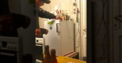 Stavím sa, že tú chladničku neotvoríš (Nevedeli sa dosmiať)