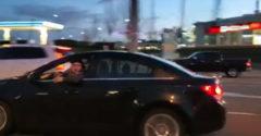 Nahnevaný vodič ziapal z okna. Karma ho dobehla veľmi rýchlo