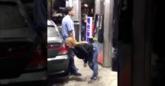 Dvoch zombíkov čakala na benzínovej pumpe náročná úloha (Silné drogy)