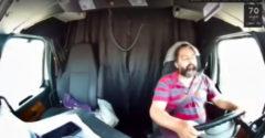 Počas jazdy niekoľko krát zaspal, potom prevrátil kamión