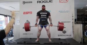 """Hafthor """"Hora"""" Björnsson a 501 kg deadlift (Svetový rekord)"""