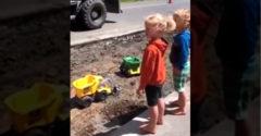 Tak milé deti, teraz sa zahráme s veľkými hračkami (Bágrista pohoďák)