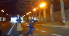 Bezohľadný policajt ohrozil bezpečnosť na ceste kvôli vypadnutej peňaženke