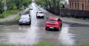 Dôvod, prečo sa v autách nachádzajú detské poistky (Poľsko)