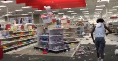 Mierové nakupovanie počas nepokojov v USA